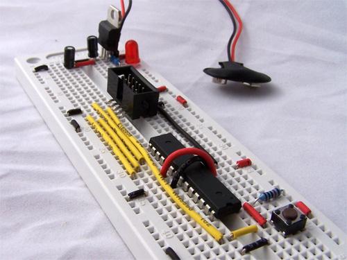 atmega8 circuit on a breadboard